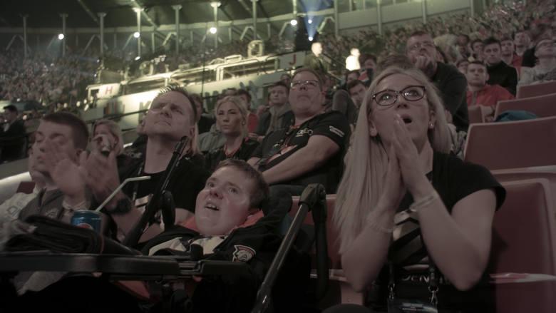 Dwie myszki i klawiatura – to stanowisko do gry niepełnosprawnego Marcina, który jest na najlepszej drodze, by zostać profesjonalnym e-sportowcem, o czym marzy niejeden w pełni zdrowy gracz. Film dokumentalny o niezwykłej historii 19-latka ze Słupska reżyseruje bydgoszczanin, student UKW, Jakub...