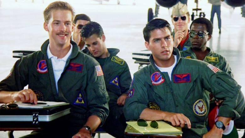 """12. """"Top gun"""" (1986)Młody Tom Cruise, niezapomniana kurtka i okulary przeciwsłoneczne aviatorki - z tego pamiętamy kultowy """"Top"""