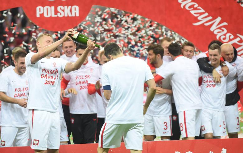 Selekcjoner reprezentacji Polski podał w zeszłym tygodniu listę 35 piłkarzy, którzy są w okręgu jego zainteresowań. Z tego grona skreślił w piątek trzech,