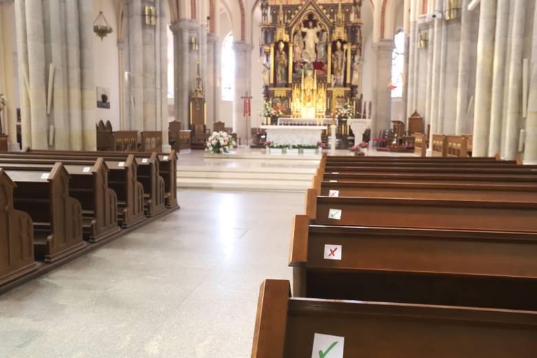 Od poniedziałku 20 kwietnia w kościołach na mszach może być znacznie więcej osób niż dotychczas. Od 25 marca do 19 kwietnia obowiązywał bowiem przepis