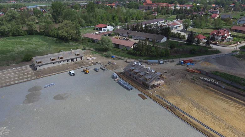 Gmina Niepołomice. Opóźnienie w budowie centrum sportu. Urosły też koszty inwestycji