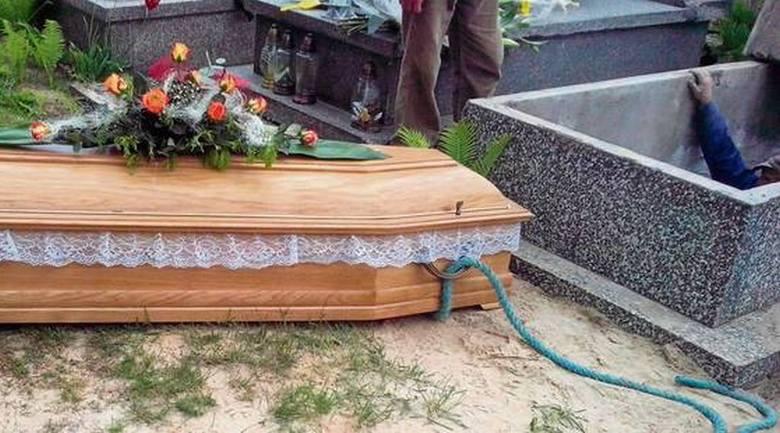 Każda rodzina chce pochować swojego zmarłego godnie. Niestety, co jakiś czas na pogrzebach dochodzi do skandalu. Przyczyną bywają tak koszmarne pomyłki