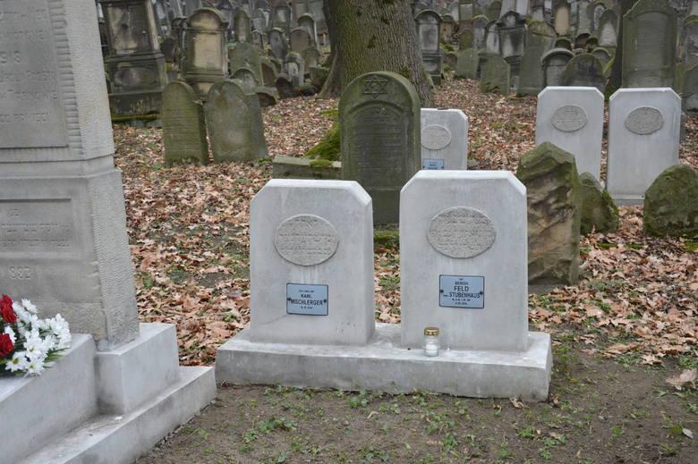 Tarnów. Konsul Austrii i studenci z Izraela oddali hołd żołnierzom, którzy spoczywają na Cmentarzu Żydowskim  [ZDJĘCIA]