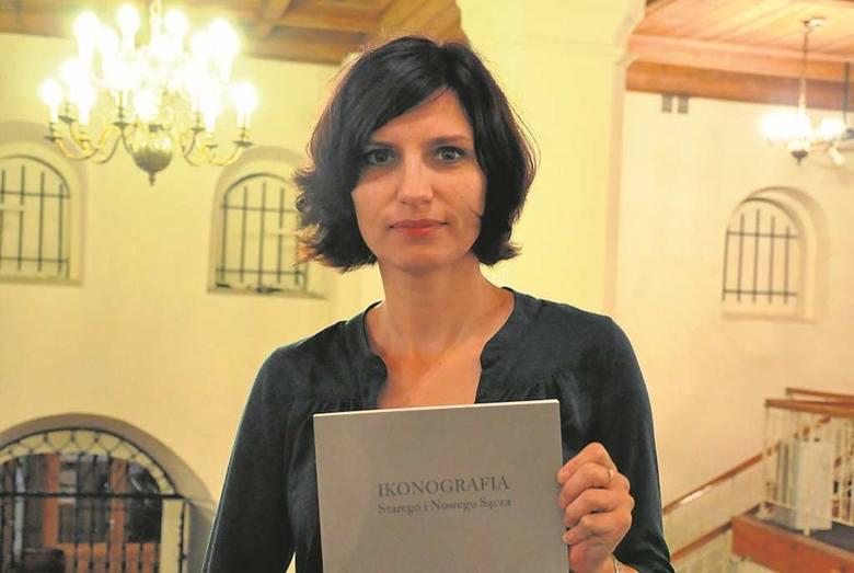 Edyta Ross-Pazdyk, kierownik działu sztuki w sądeckim muzeum