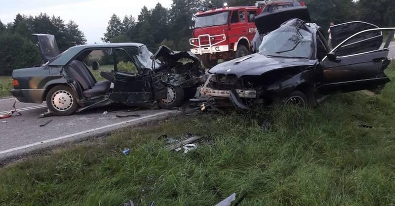 Zgłoszenie o wypadku wpłynęło do Centrum Powiadamiania Ratunkowego we wtorek o godz. 4:49. W miejscowości Jeziorki (pow. augustowski) doszło do czołowego