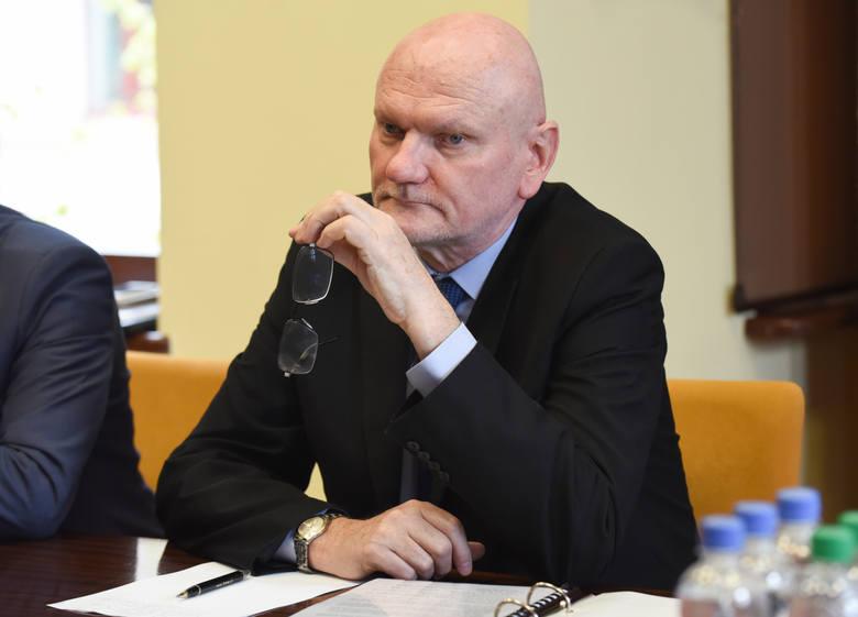 """<strong>Michał Zaleski</strong> - jeszcze niedawno wydawało się, że walkę rządzącego Toruniem od 2002 roku prezydenta o kolejną kadencję PiS zablokuje zasadą tzw. dwukadencyjności wstecznej, ale ostatecznie wycofał się z tego pomysłu. Z kolei on sam dwa lata temu na Facebooku napisał: """"Czuję siłę na dalsze..."""