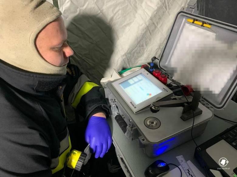 Na miejsce przyjechały m.in. grupy ratownictwa chemicznego Państwowej Straży Pożarnej z Opola i Kędzierzyna-Koźla, wojewódzki inspektor ochrony środowiska,