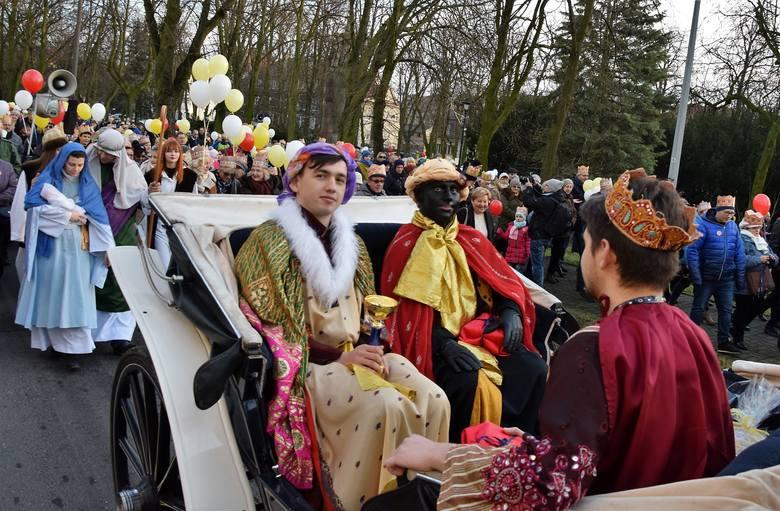 Inowrocławianie tłumnie uczestniczyli w orszaku Trzech Króli. Przemaszerował on do Skweru Jana Pawła II, ulicami Narutowicza, Roosevelta i al. Niepodległości
