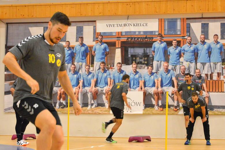 Podczas zgrupowania, które trwa w Arłamowie, piłkarze ręczni PGE VIVE Kielce korzystają między innymi z pełnowymiarowej hali sportowej, w której odbywają