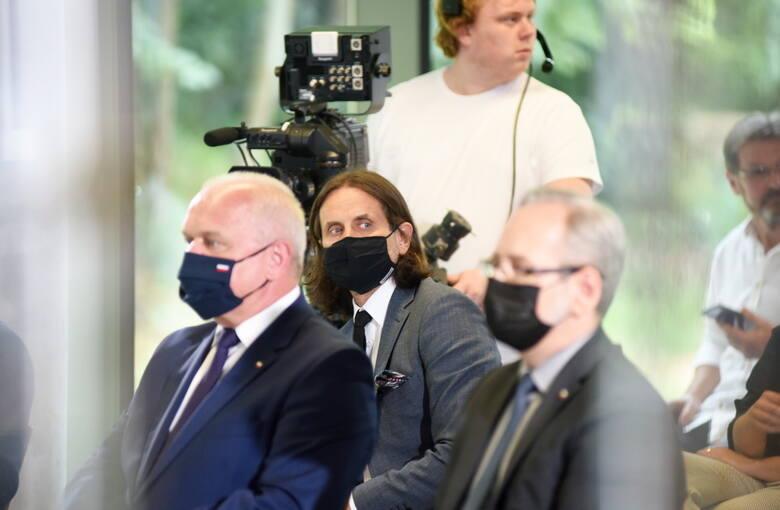 """W debacie pn. """" Pacjent po pandemii ?"""" udział wzięli: Adam Niedzielski - minister zdrowia, Bartłomiej Chmielowiec - rzecznik praw pacjenta, ks. Arkadiusz"""