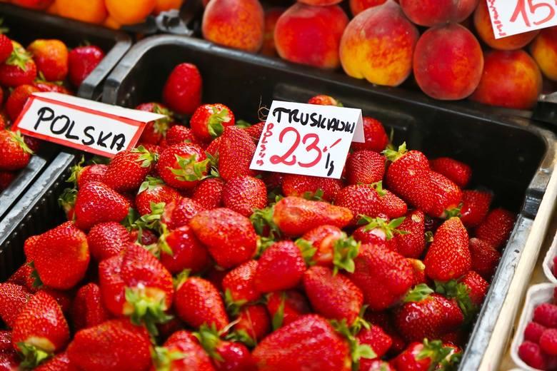 Z powodu pandemii koronawirusa i doskwierającej rolnikom dużej suszy znacznie wzrosły ceny warzyw i owoców. Niektóre z nich notowały w ostatnich dniach