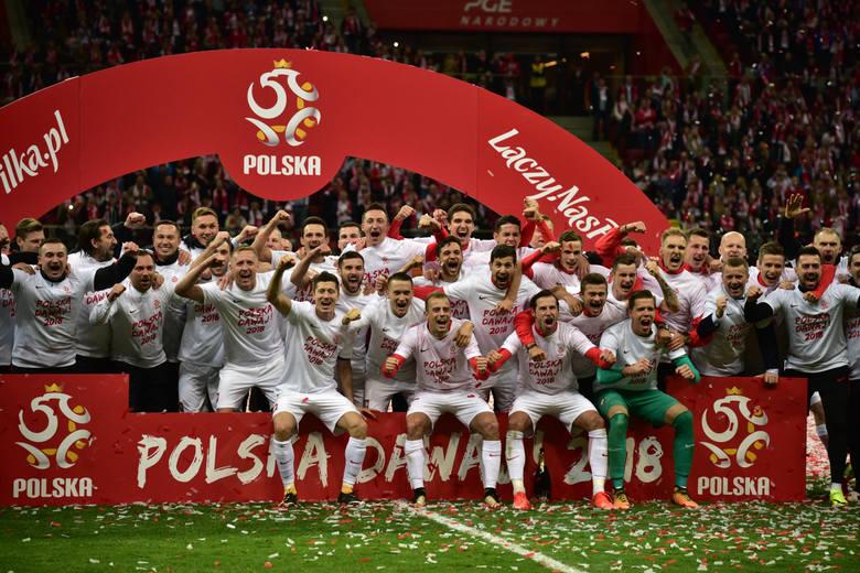 Pokonując w niedzielę Czarnogórę, Polacy zapewnili sobie awans na przyszłoroczne mistrzostwa świata w Rosji. Grupowych rywali piłkarze Adama Nawałki
