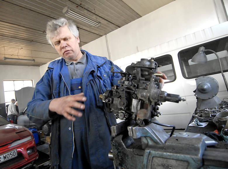 Władysław Staruk, mechanik samochodowy z Gryfina twierdzi, że wszystkie auta, w których wymienia pompy i wtryskiwacze, zostały uszkodzone z powodu chrzczonego