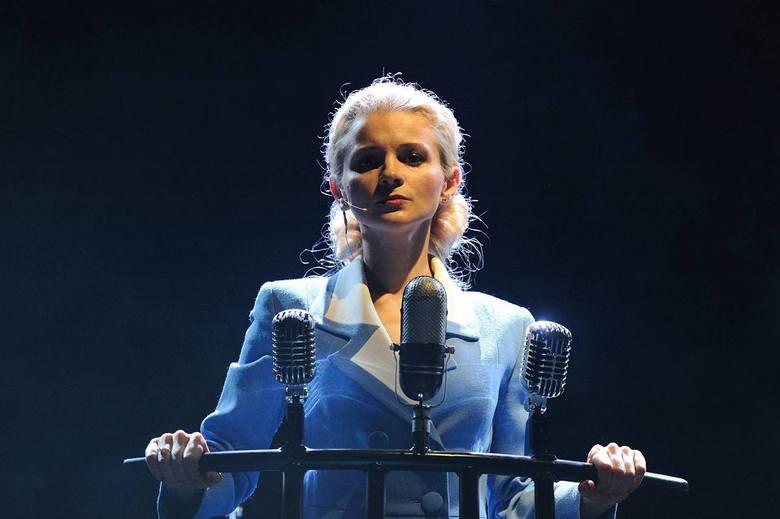 <strong>TEATR:</strong><br /> <br /> <strong>Oksana Hamerska</strong><br /> Solistka i aktorka Teatru Muzycznego w Poznaniu. Doceniana za wrażliwość, a także dbałość o każdy detal swoich występów. Zdobywczyni prestiżowej Złotej Maski 2006 w Gliwicach.