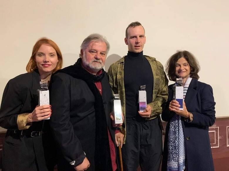 Podczas gali w Pałacu Wiechlice poznaliśmy zdobywców statuetek KLAPS 2021, przyznawanych rokrocznie przez Festiwal Filmu Teatru i Książki – KOZZI Film