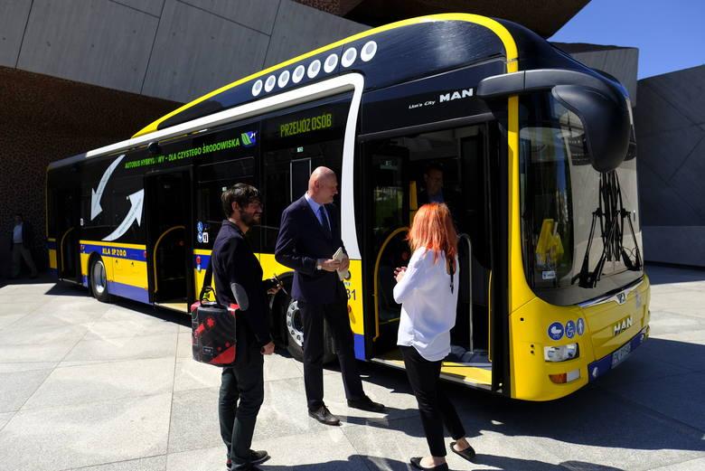Rok temu podpisano nową umowę na dostawę kolejnych autobusów hybrydowych dla toruńskich MZK