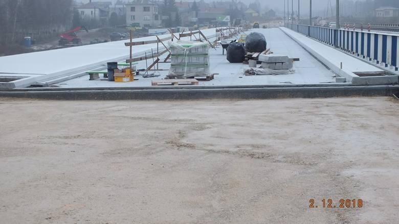 Trwa budowa mostu na rzece Narew w Uhowie