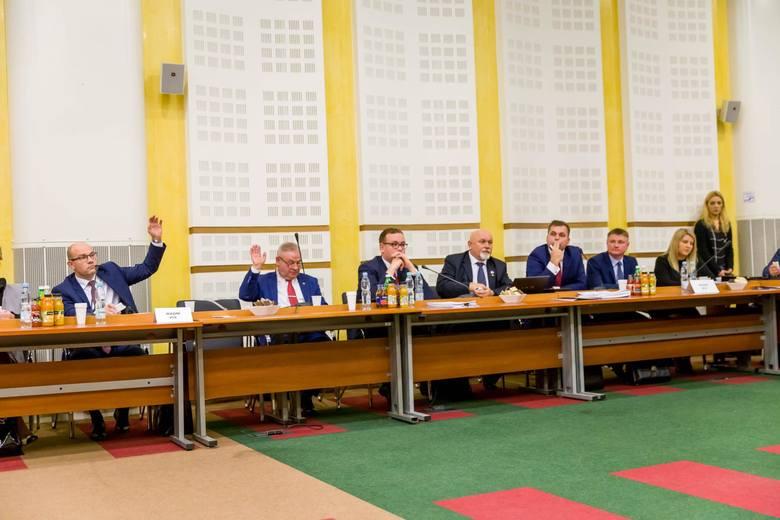 Radni sejmiku wybrali marszałka województwa. PiS się w końcu dogadał. Marszałkiem został Artur Kosicki
