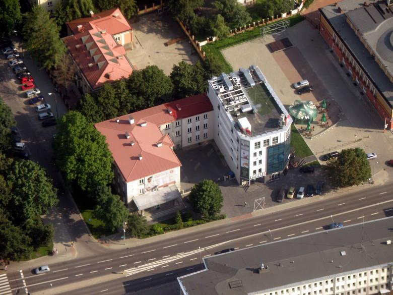 Poznajecie ten budynek? To oczywiście ulica Legionowa i były budynek Wydziału Matematyki UwB (po lewej) oraz budynek gdzie znajduje się KFC.