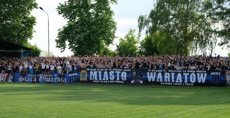 1500 kibiców zasiadło w sobotę na trybunach stadionu w Jarosławiu, aby zobaczyć mecz JKS-u ze Stalą Rzeszów. Miejscowi wygrali nieoczekiwanie 2:1. To