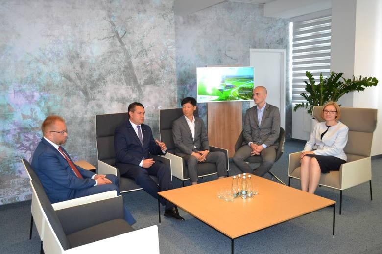 Akt notarialny na sprzedaż gruntów pod inwestycję został podpisany. SK Innovation wybuduje zakład w Dąbrowie Górniczej