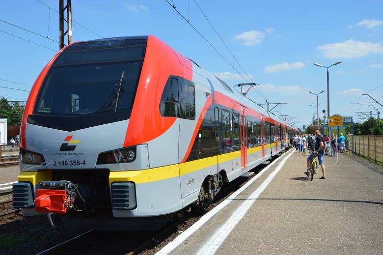 Trzy tysiące pasażerów dziennie korzystało we wrześniu z nowo utworzonych połączeń wojewódzkich w systemie pociąg plus autobus. Przez pierwszy miesiąc