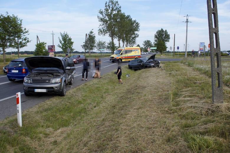 We wtorek po godzinie 18. (25 czerwca) doszło do kolizji na drodze krajowej numer 21 w okolicy Włynkowa. Zderzyły sie dwa samochody osobowe. Nikt poważnie