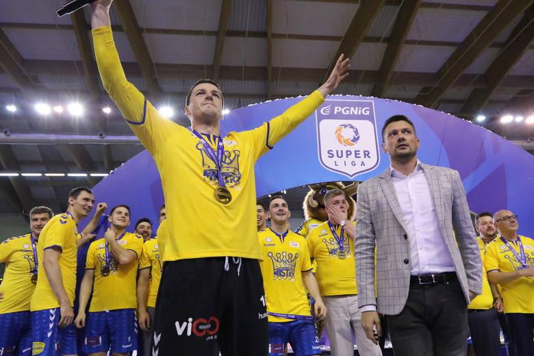 Piłkarze ręczni PGE VIVE Kielce pokonali w sobotę Orlen Wisłę Płock 32:25 i zdobyli 16. w historii klubu mistrzostwo Polski. Zobacz, jak oceniliśmy kieleckich