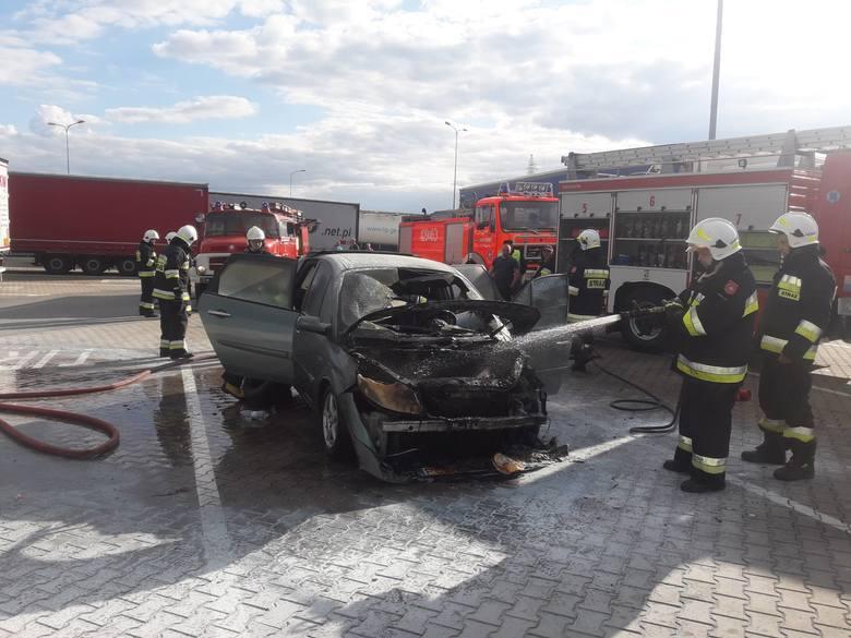 Do pożaru samochodu doszło w niedzielę, 5 maja, na autostradzie A2 na wysokości Rogozińca.Samochód osobowy zapalił się po godz. 17.00 na MOPI-ie Rogoziniec.