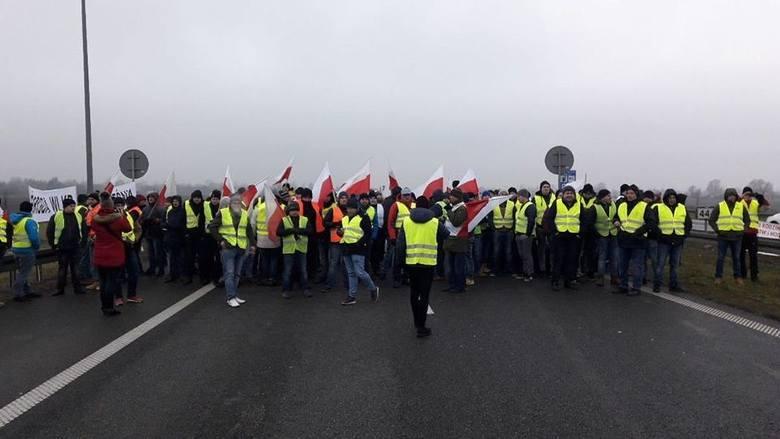 Protest rolników na autostradzie A2 w Brwinowie, na trasie Łódź -  Warszawa.