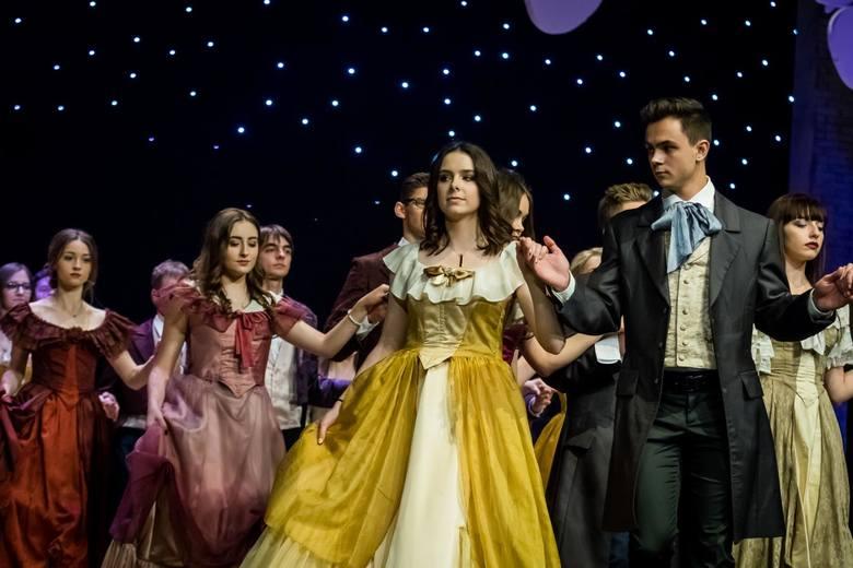 W pierwszy weekend bydgoskich studniówek 2018 swój bal w Operze Nova - w nocy z 5 na 6 stycznia - zorganizowało I Liceum Ogólnokształcące. Maturzyści