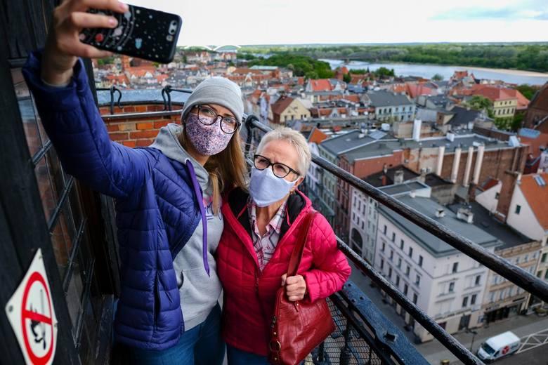 W pierwszy weekend po otwarciu, 9 i 10 maja, Ratusz Staromiejski i wieżę ratuszową odwiedziło prawie 300 osób.