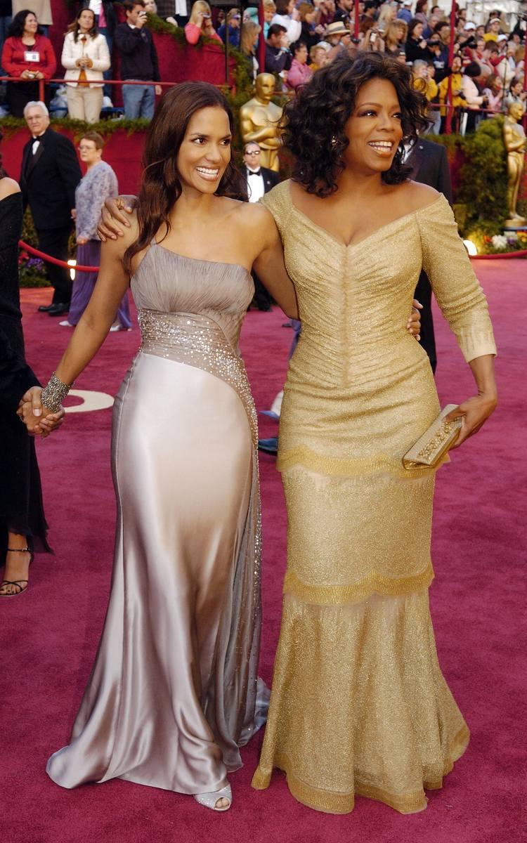Halle Berry i Oprah Winfrey na 77. gali wręczenia Oscarów w 2005 r.