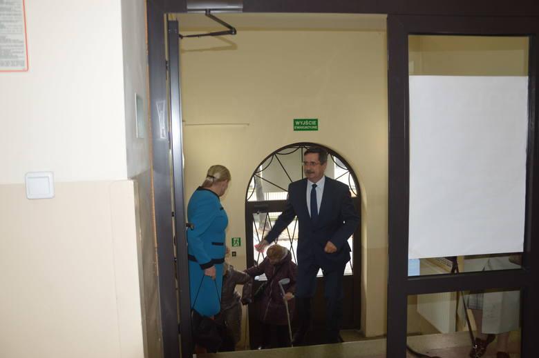 Wybory samorządowe 2018 Tarnów. Roman Ciepiela już oddał swój głos [ZDJĘCIA]