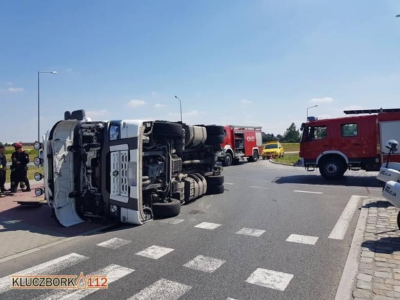 Jak ustali wstępnie policjanci, przyczyną wypadku w Ligocie Dolnej było nieprawidłowe przymocowanie ładunku na naczepie.