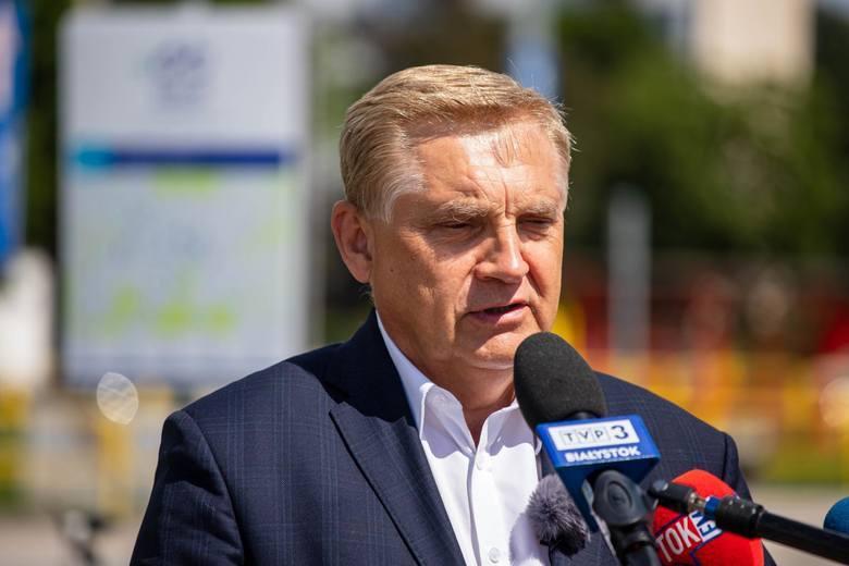 Według prezydenta Tadeusza Truskolaskiego system, który obecnie działa w Białymstoku zdaje egzamin. - Tym bardziej, że w styczniu radni wprowadzili na mój wniosek 50-procentową zniżkę w opłatach dla samotnie mieszkających seniorów, w trudnej sytuacji finansowej - mówił w zeszłym tygodniu na...