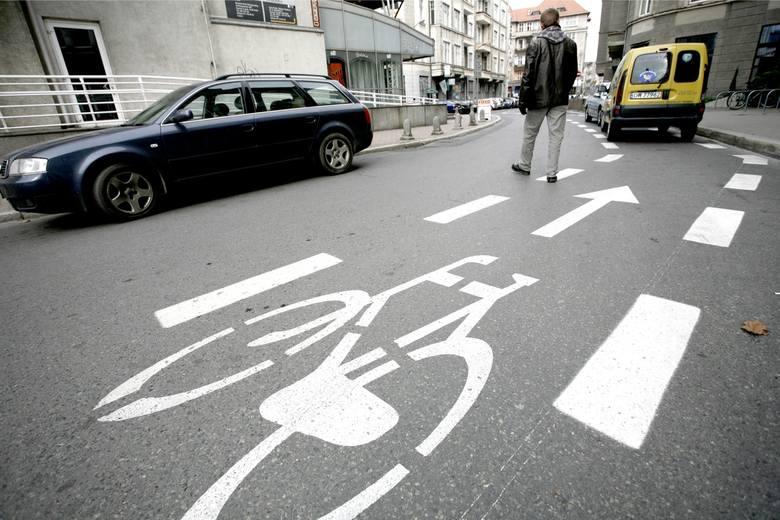 Czym jest kontrapas rowerowy? Niektórzy uczestnicy ruchu jeszcze nie nauczyli się jak z niego korzystać.