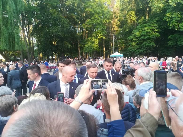 Po wizycie w Szczecinku prezydent RP Andrzej Duda udał się w kierunku Drawska Pomorskiego. Tutaj - w parku Chopina - wszystko już jest przygotowane na