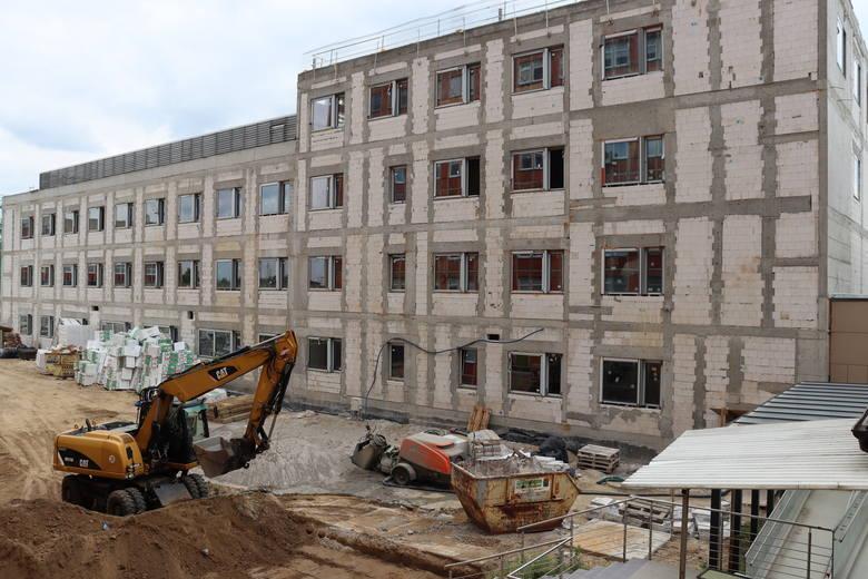 Budynek, gdzie będzie się mieścił nowy OIOM, powstaje szybciej niż zakłada harmonogram