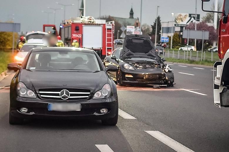 Wypadek luksusowych aut w Lesznie