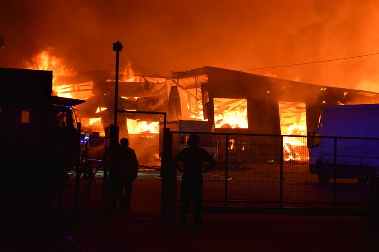 Pożar firmy Opak w Szczecinku. Zebrał się sztab kryzysowy [zdjęcia, wideo] 12.08.2019