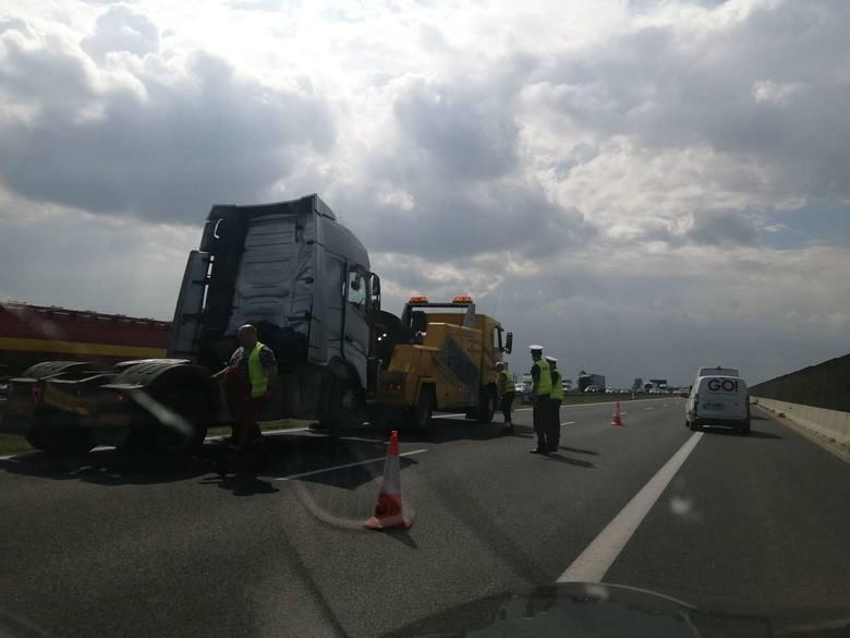 We wtorek około godziny 12.15 doszło do zderzenia dwóch samochodów ciężarowych na 168. kilometrze autostrady w kierunku Świecka.Zobacz więcej ----&a