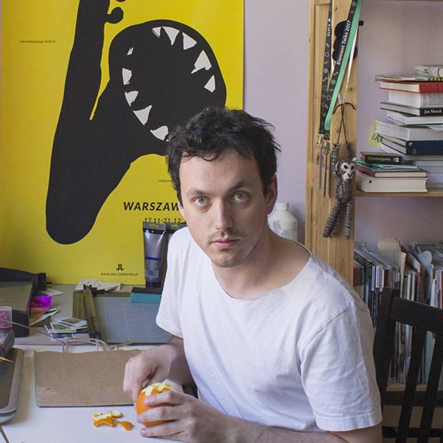 <strong>SZTUKI WIZUALNE:</strong><br /> <br /> <strong>Grzegorz Myćka</strong><br /> Grafik warsztatowy i projektowy, plakacista, twórca murali, basista. Laureat międzynarodowych i krajowych konkursów z zakresu plakatu, ilustracji, a także filmu animowanego.