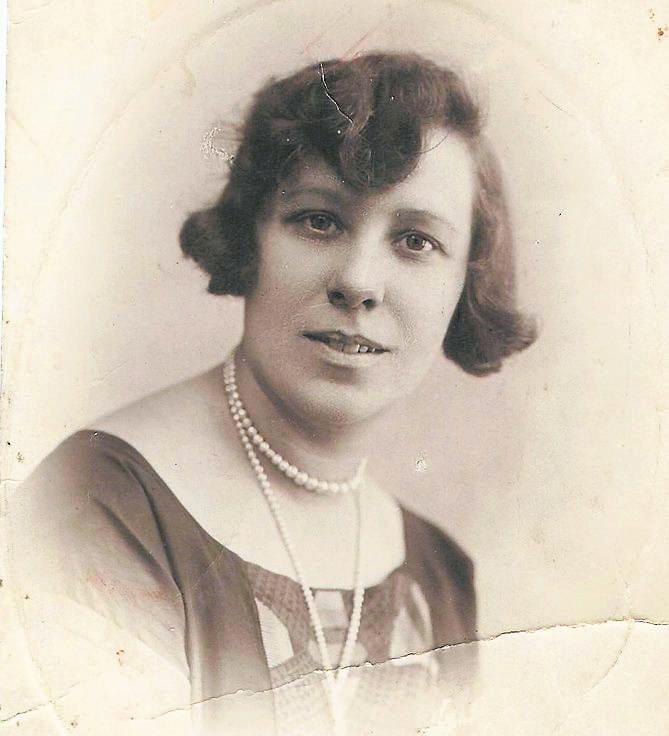 Olimpia Marcinkowska z domu Martyńska, od 1916 roku urzędniczka Zarządu Miejskiego w Łucku...