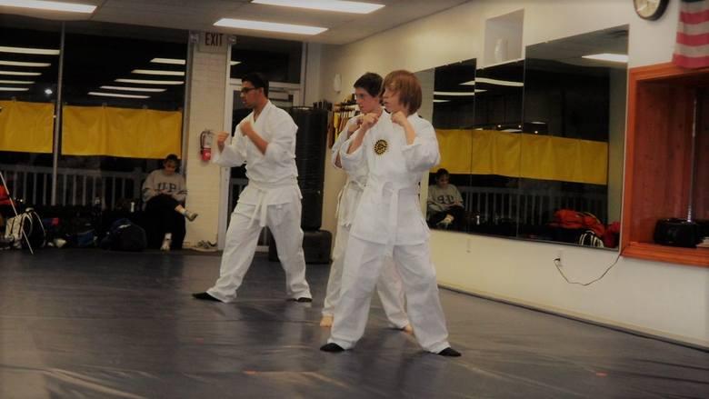 """Jiu-jitsu to japońska """"łagodna i miękka"""" sztuka walki, której twórcą był prawdopodobnie legendarny Akyama. Sformułował on zasadę """"ugiąć się, żeby zwyciężyć"""","""