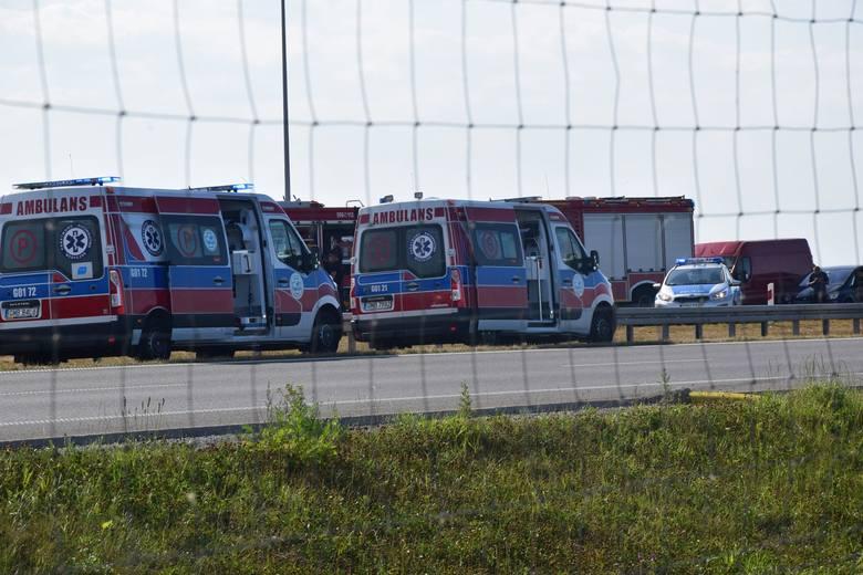 Wypadek na S7 14.08.2020 r. W Stawidłach zderzyły się 3 samochody. 2 osoby nie żyją, 2 są ranne