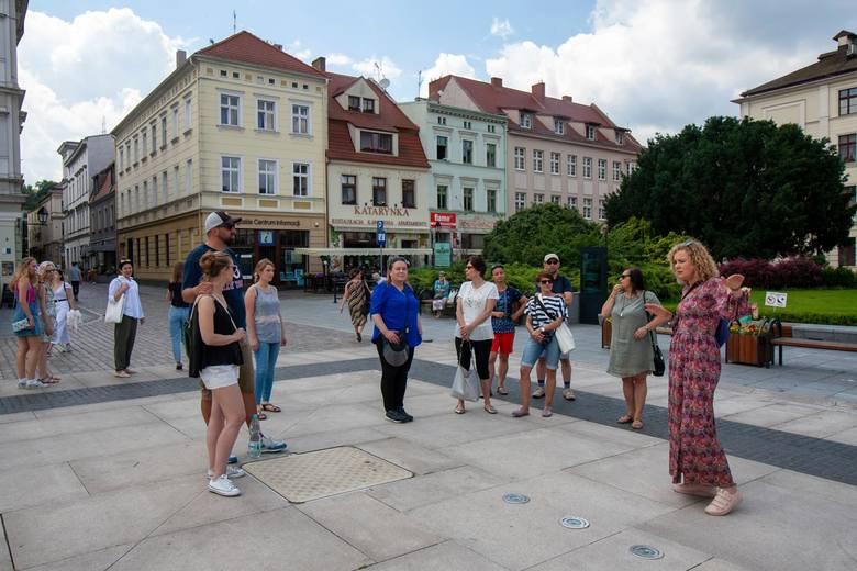 Po wirtualnych spacerach wraz z wakacjami czas na wycieczki z przewodnikiem, które organizuje Bydgoskie Centrum Informacji. W sobotę (27 czerwca) odbył