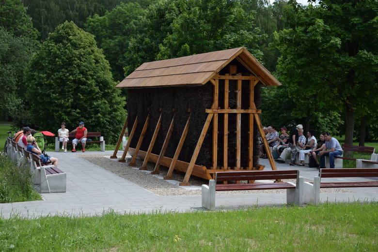 Od pierwszych dni funkcjonowania częstochowska tężnia jest oblegana przez mieszkańców