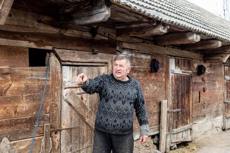 """Gienek wraz z synem Andrzejem są rolnikami z Podlasia. Stali się znani dzięki udziałowi w programie """"Rolnicy. Podlasie""""."""
