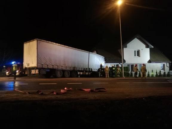 Kierowca, który w poniedziałek wieczorem wjechał w dom w Przydargini, był pod wpływem narkotyków, do tego znaleziono przy nim narkotyki. Do zdarzenia,
